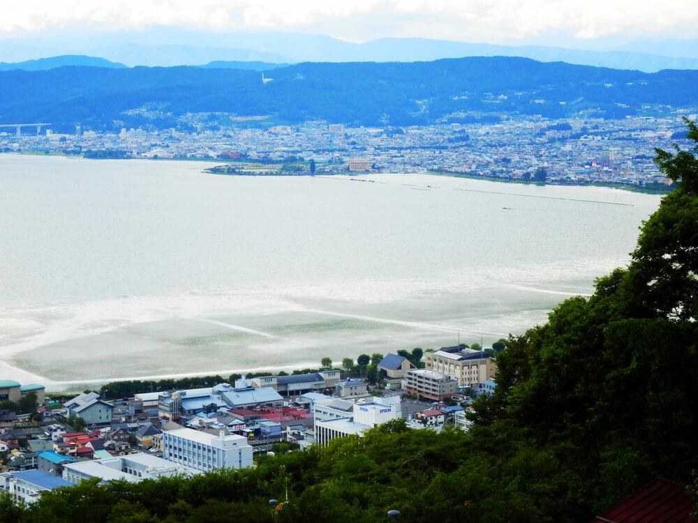 長野県の立石公園の時計塔から諏訪湖北側と下諏訪方面を望む