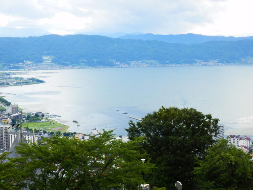 長野県の立石公園の時計塔から諏訪湖南側と上諏訪方面を望む