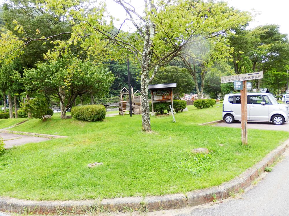 中信森林管理署奈良井贄川合同森林事務所前の駐車場