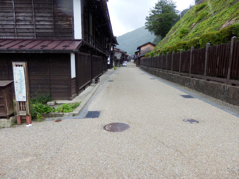 長野県塩尻市の奈良井宿の入口付近