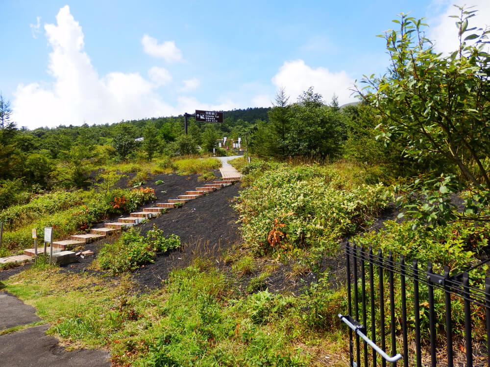 富士山御殿場口第二駐車場からの登山道への階段
