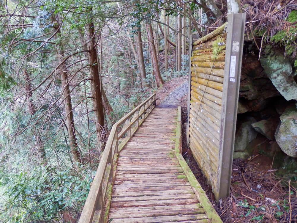 月ヶ瀬の龍王の滝へのボードウォーク(木道)の遊歩道