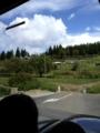飛行機が山に展示してる(一応Museoらしい)横を通って