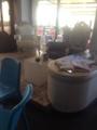 ご立派椅子in海辺の店ゾーン