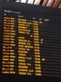 ミラノ中央駅。切符買って自分で刻印して自分でホーム番号探して乗る