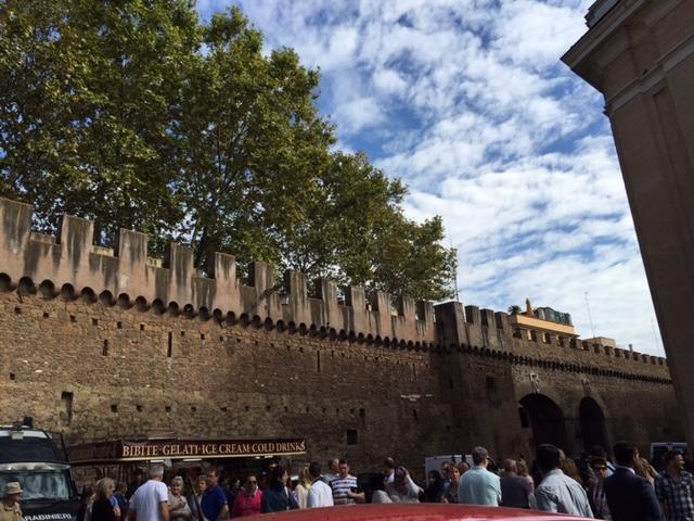バチカンの向かいの壁ローマ側