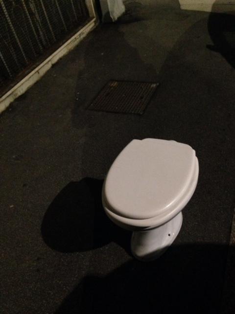 外にあった謎のトイレ