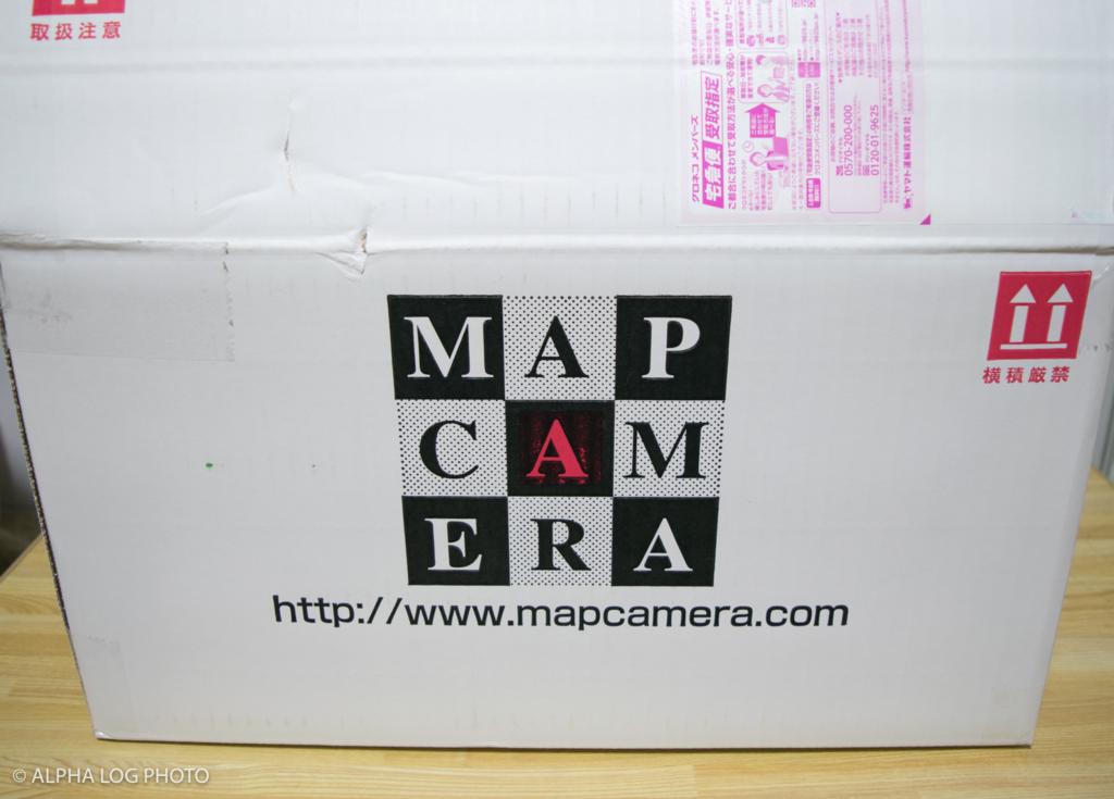 マップカメラの白いダンボール箱