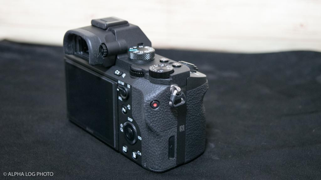α7Ⅱの液晶面を斜めから撮った写真