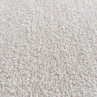 掃除機とコロコロで丁寧に掃除して綺麗になったように見えるタイルカーペット