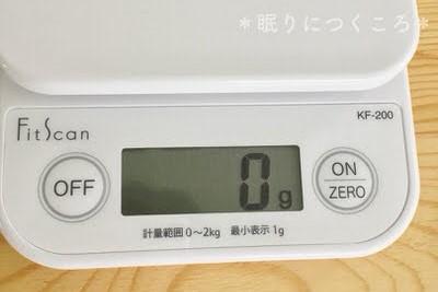 タニタのキッチンスケール表示とボタン部分アップ