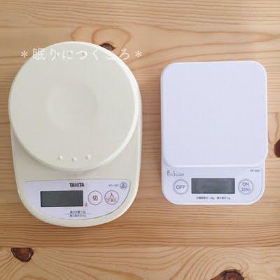 タニタのデジタルキッチンスケール旧型と新型の大きさ比較