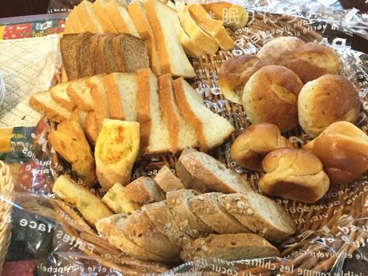 沖縄市高原マルコポーロのモーニング食べ放題のパン