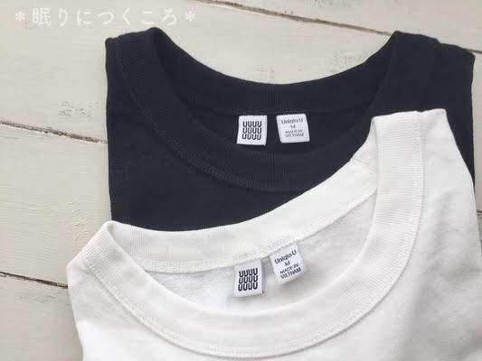 ユニクロユーのメンズクルーネックTシャツホワイトとブラック襟ぐりアップ