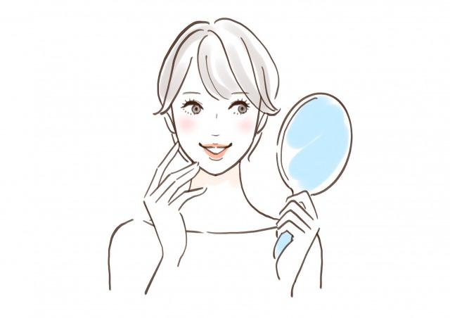 鏡を確認する女性