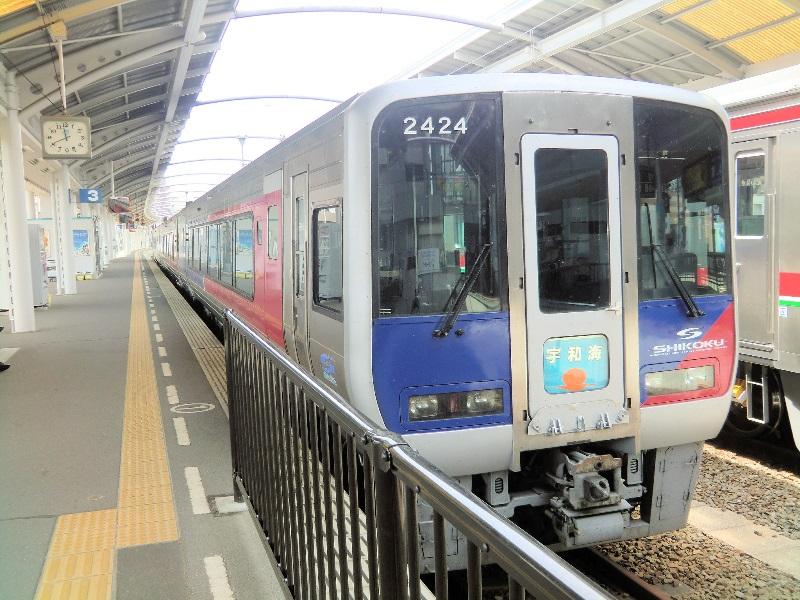 高松駅に止まる特急「宇和海」 - JR撮影日記
