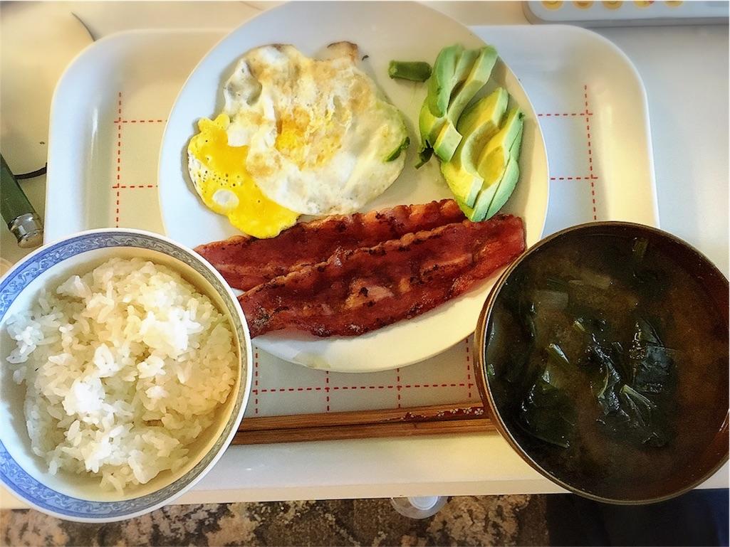朝ごはん 味噌汁 卵