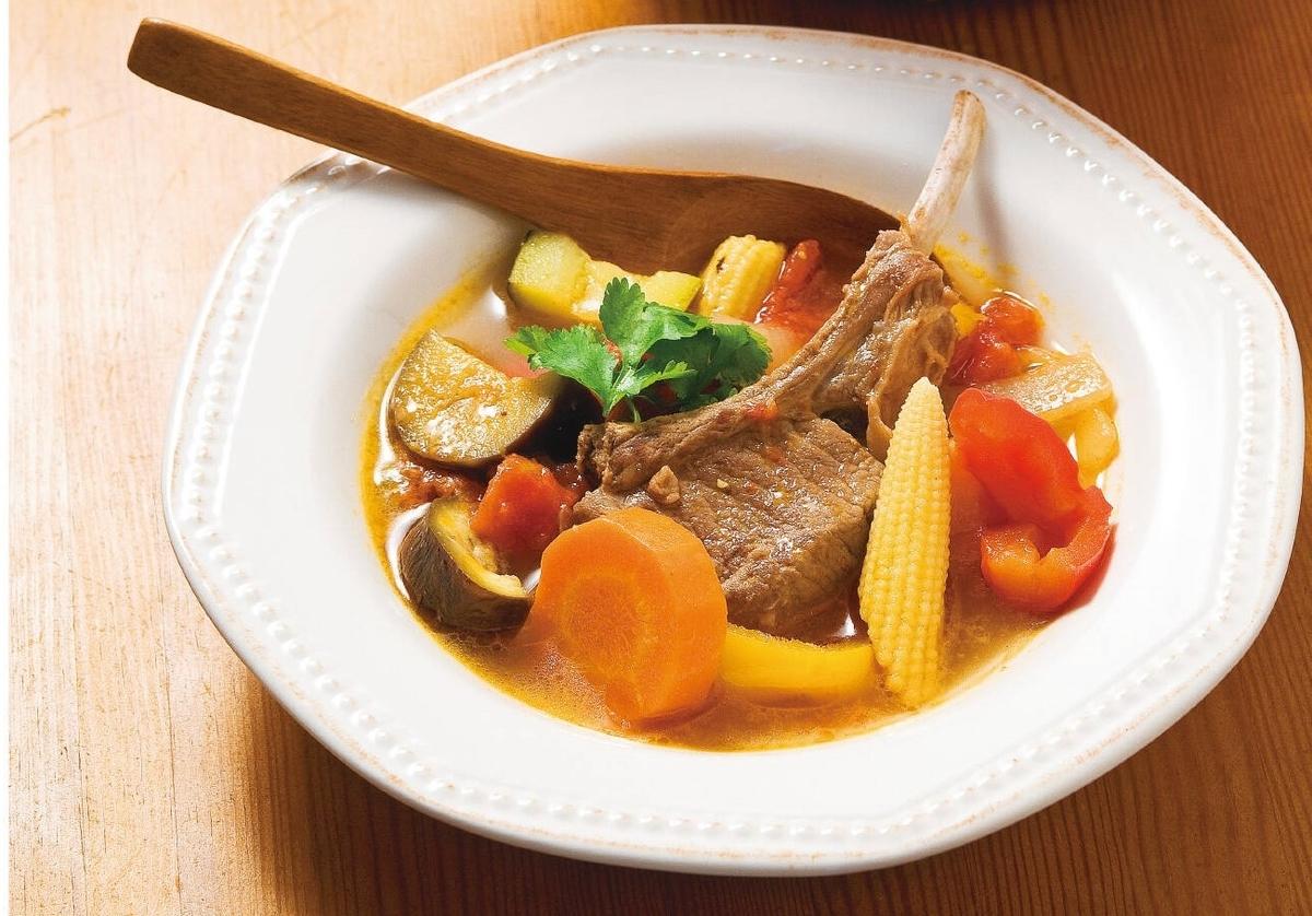 夏野菜とラム肉のエスニック風スープ