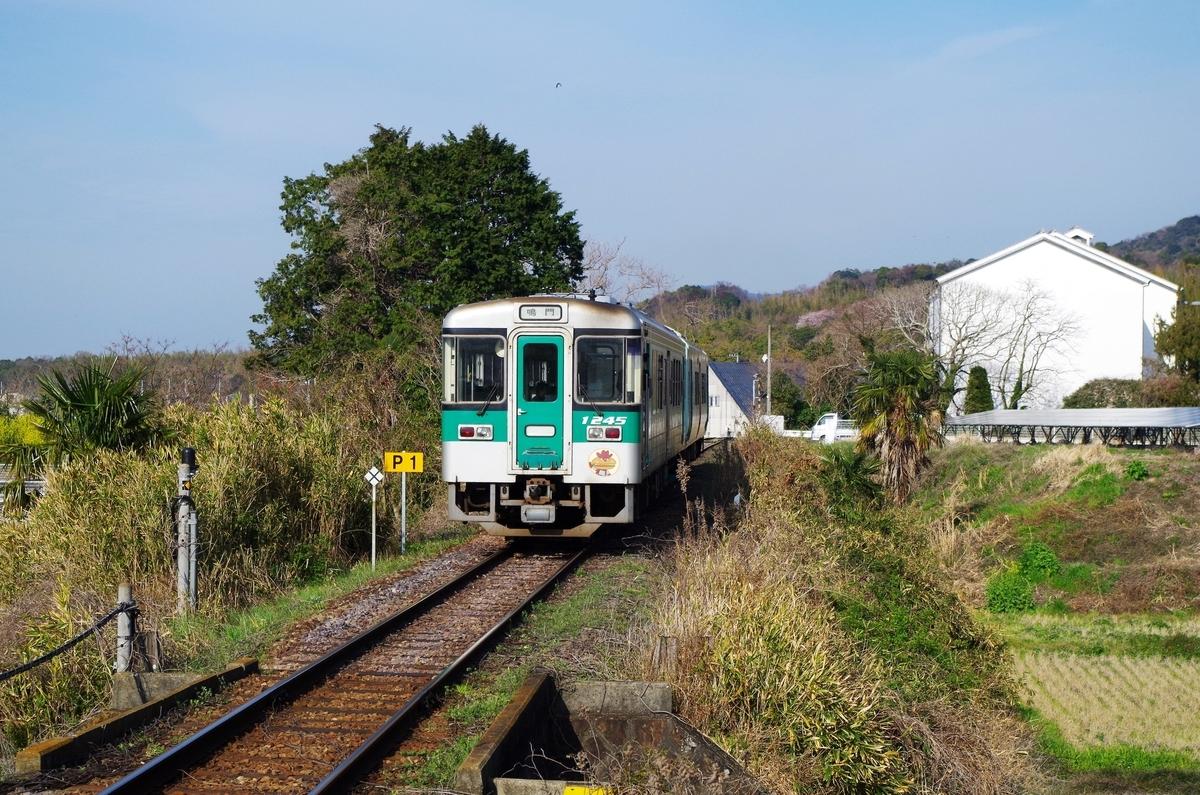 電車の代わりに走っているのはディーゼル車
