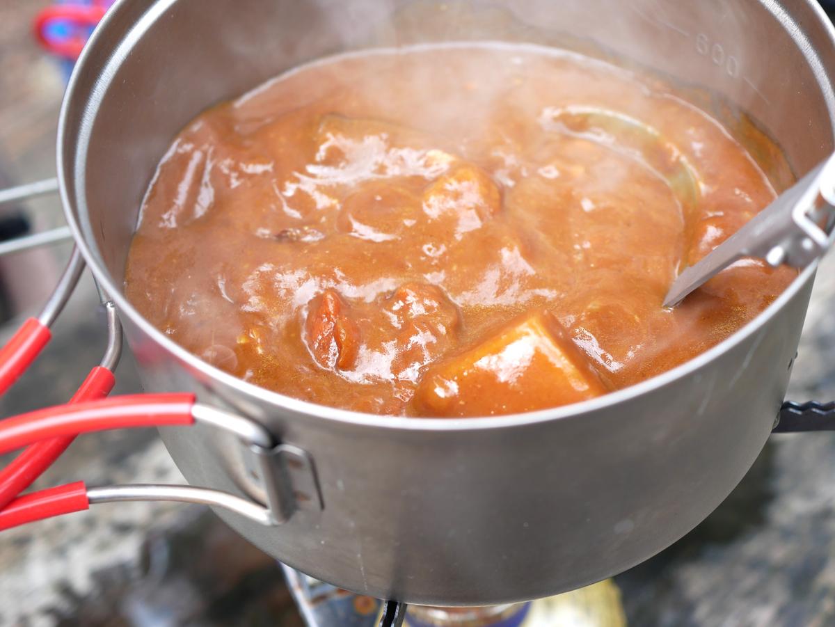 カレールウは鍋をやや冷ましてから投入