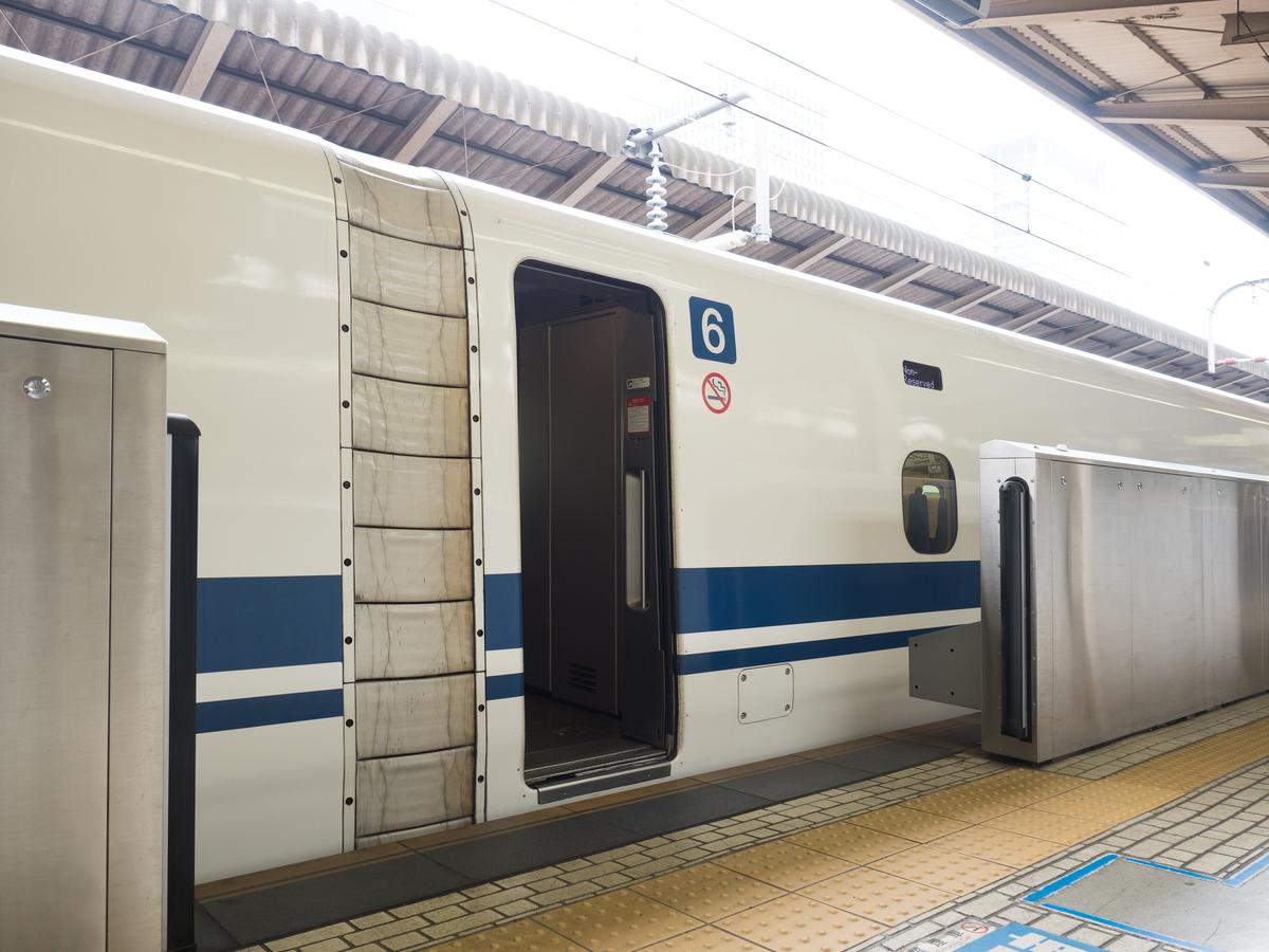 新幹線の扉