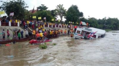 タイのアユタヤ!チャオプラヤ川で船が転落する事故が発生