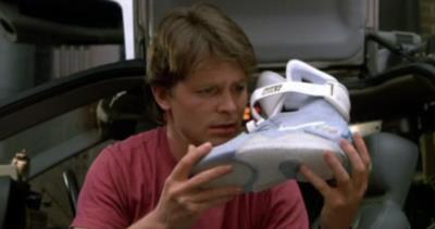 映画「バック・トゥ・ザ・フューチャー2」で主人公マーティが着用の靴が一般発売へ?