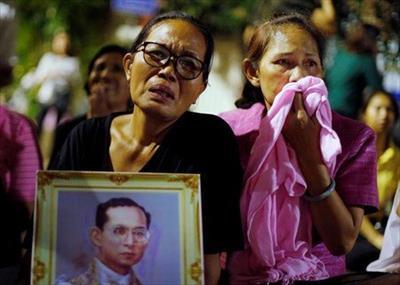 タイのプミポン国王が死去された後のタイは混乱へ!?喪に服す期間とイベントなどは自粛へ