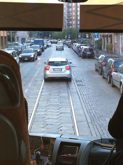 ミラノの街の石畳の道路