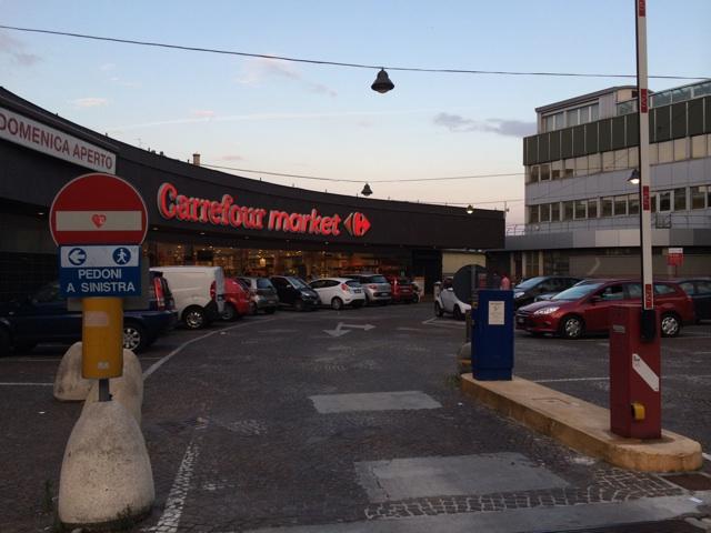 イタリアミラノのスーパー、カルフールで買い物をしました