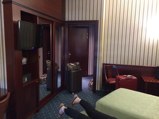 ミラノのアンタレスコンコルドホテルの部屋とベッド