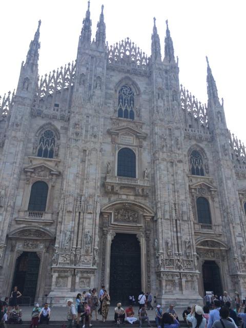 イタリア旅行で初めて訪れたミラノのドゥオモ広場
