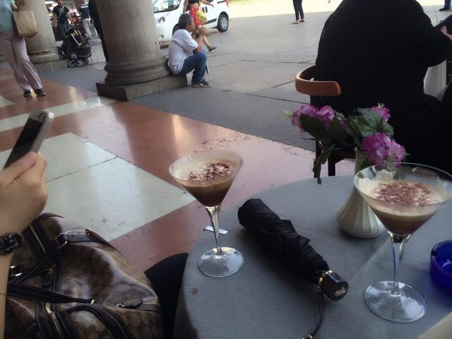 イタリアでコールドコーヒーといえば甘くて冷たいエスプレッソです。日本のアイスコーヒーとは全然ちがいます。