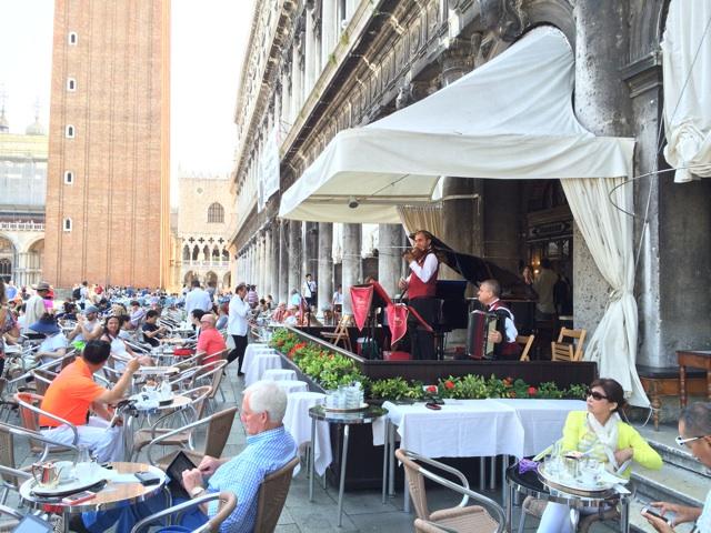 イタリア旅行ヴェネツィアで世界最古のカフェを体験しました