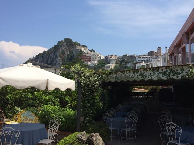 アナカプリはイタリアの古い避暑地の雰囲気を残す