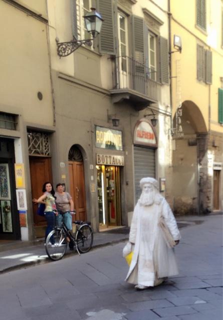 フィレンツェで全身を白く塗った人はジプシーなので注意すべし