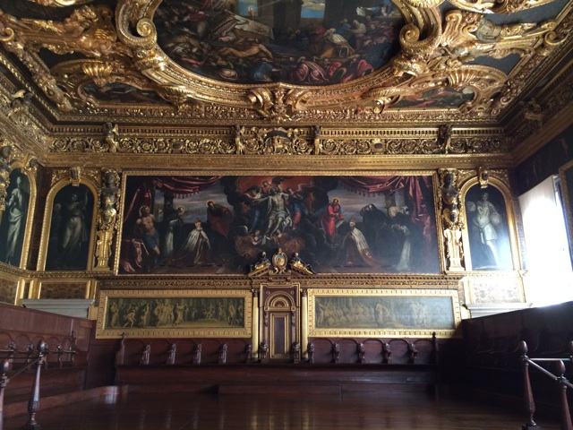 ヴェネツィアの元首ドージェの謁見の間は豪華なだけでなく凄みもある