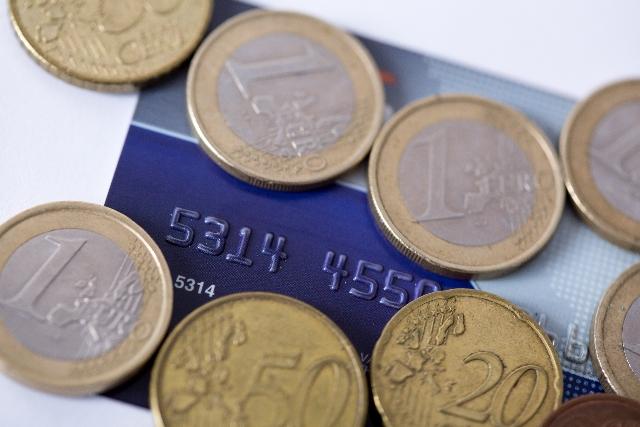 クレジットカードとチップ用のコイン