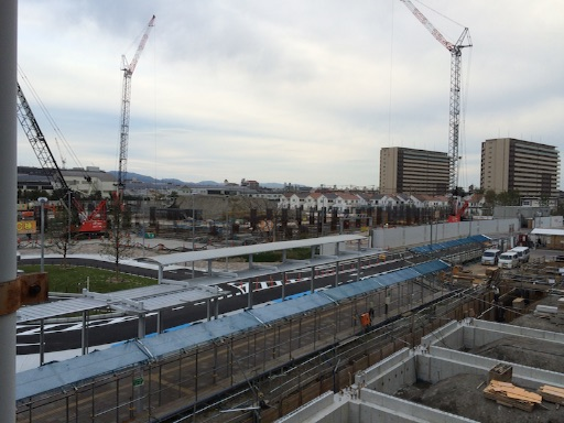 ズットシティ塚口駅前ロータリーは2015年10月にほぼ完成しました。