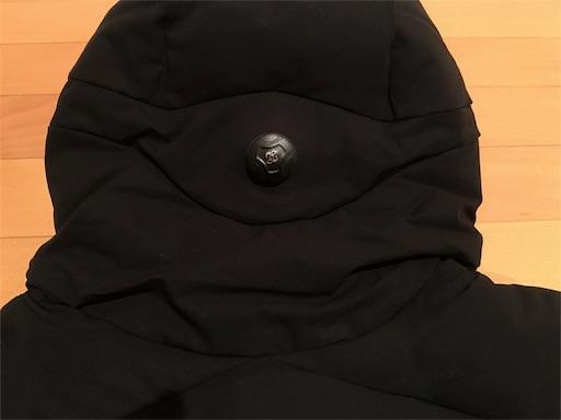 水沢ダウン シャトルのフードの調節はBoaシステムになっていて、ダイヤルを回すと締まる仕組み。