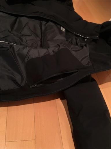 裏地と左胸の内ポケット、洗濯用ファスナー