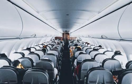 スーツケースの機内持ち込み