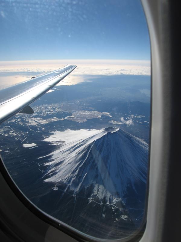 機上から見下ろす富士山