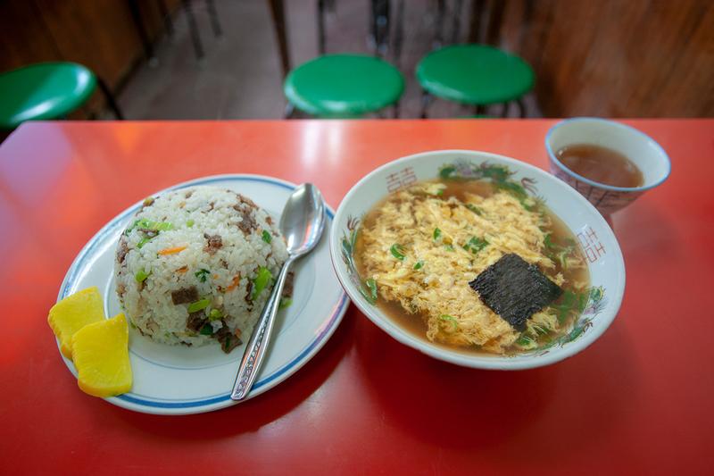 烏丸今出川・天津閣の焼飯と玉子スープセット