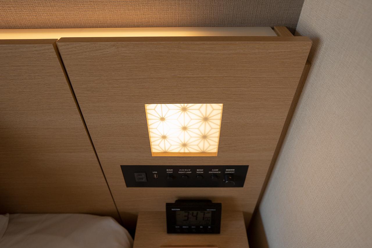 ホテルインターゲート京都四条新町客室ベッド脇の照明
