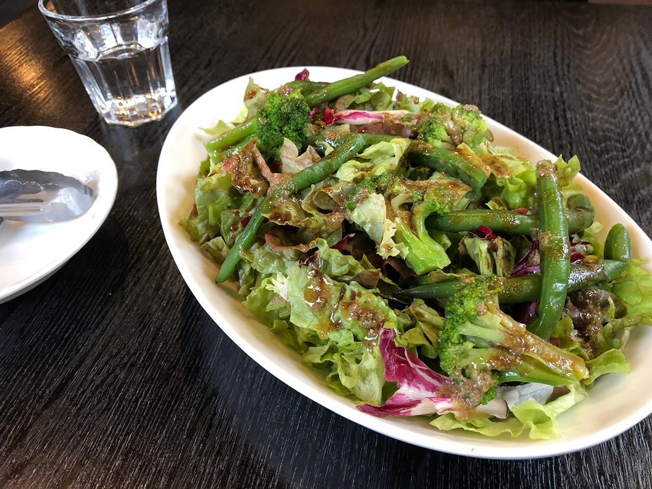 〈トンチーノ〉のサラダ