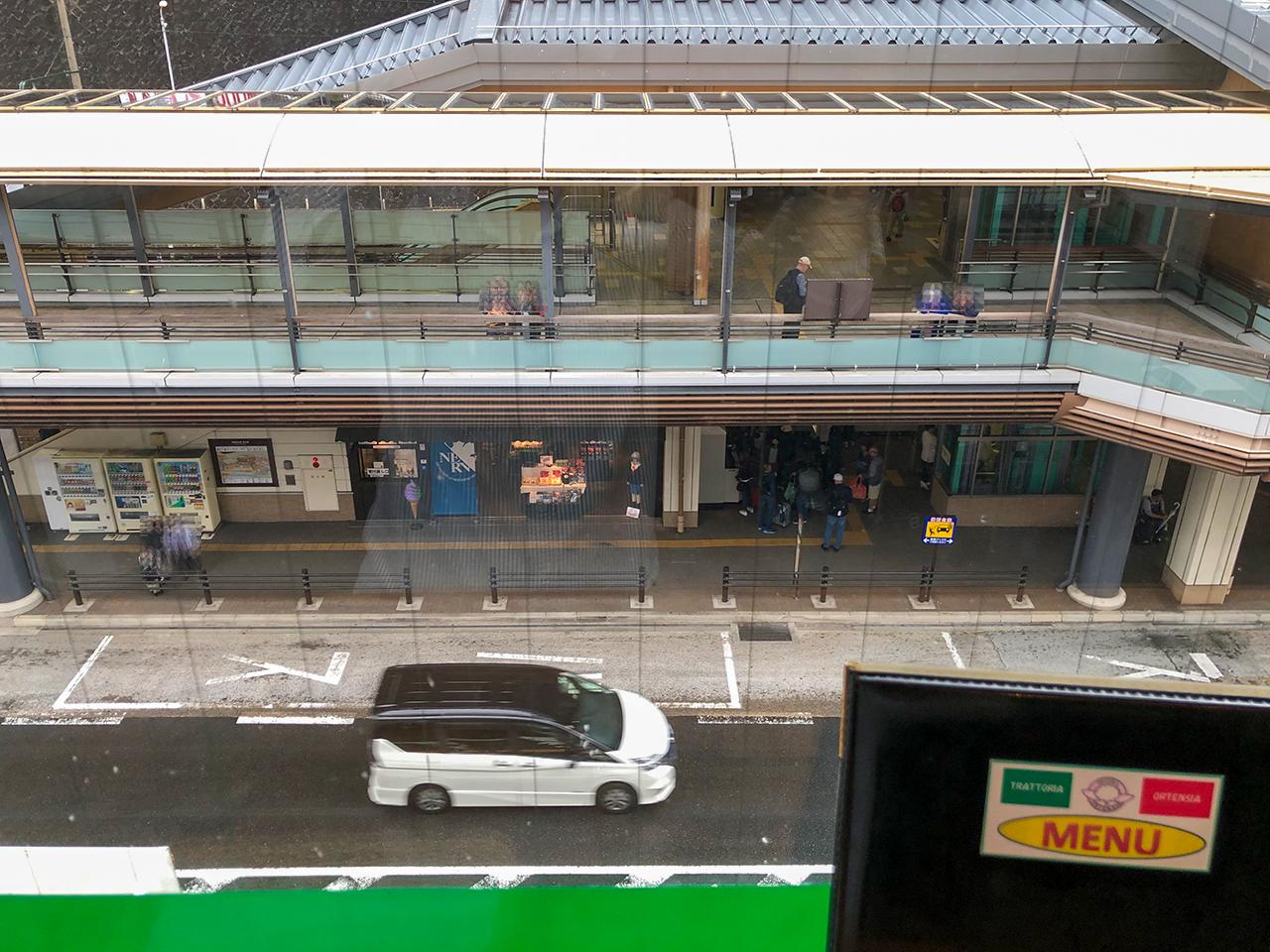 オルテンシアから箱根湯本駅を見下ろす