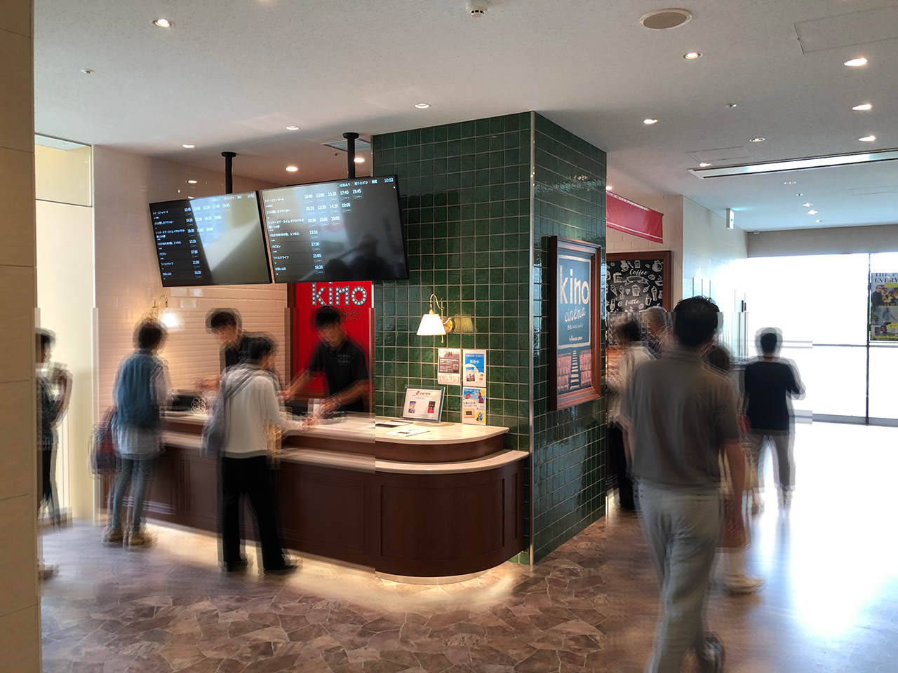 〈KINO cinema みなとみらい〉2階のチケットカウンター