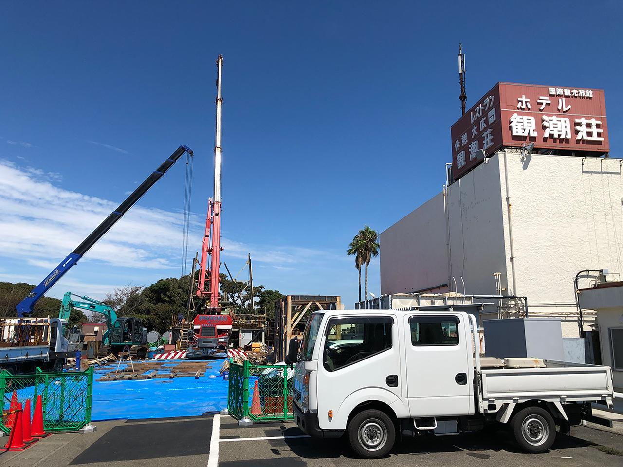 〈ホテル京急油壺観潮荘〉で温泉掘削工事が始まる。