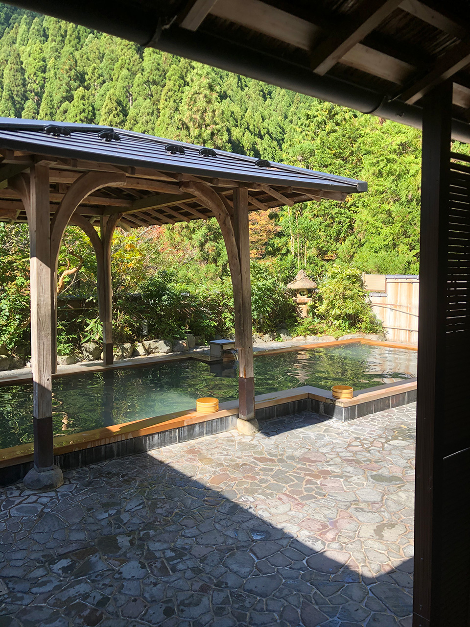 京都の数少ない温泉〈くらま温泉〉に浸かってきました。「峰麓湯」